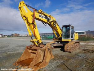 Pelle  New Holland E 215 B